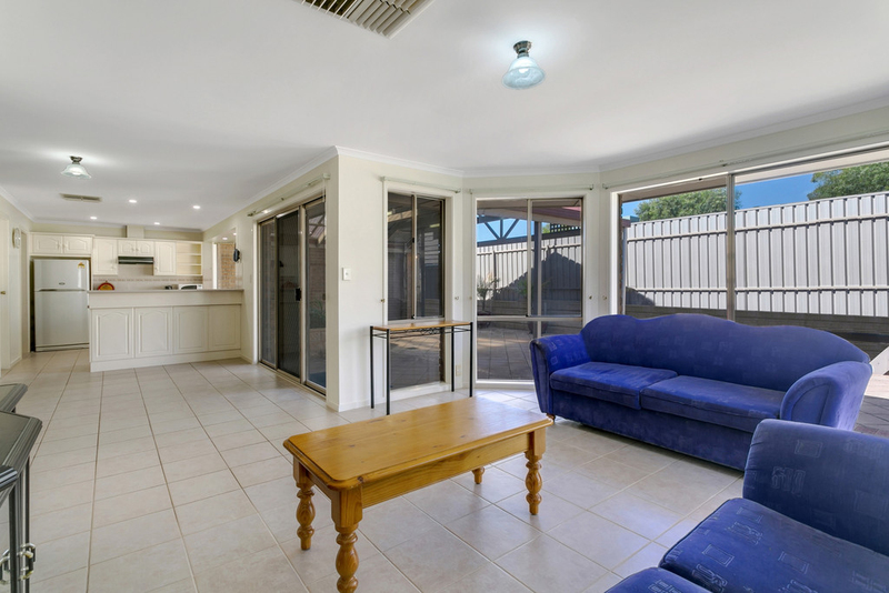 Photo - 34 Shillabeer Crescent, Woodcroft SA 5162  - Image 11