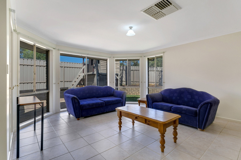 Photo - 34 Shillabeer Crescent, Woodcroft SA 5162  - Image 12