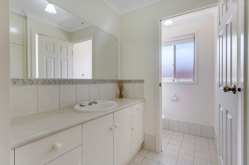 Photo - 34 Shillabeer Crescent, Woodcroft SA 5162  - Image 18