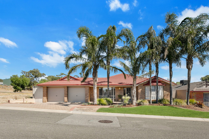 Photo - 34 Shillabeer Crescent, Woodcroft SA 5162  - Image 22