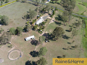 5 ACRES * STABLES * DAM & BORE & 3B HOUSE