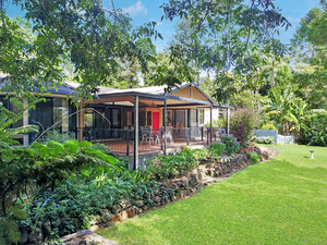 Stunning and Stylish Entertainer in the heart of Maleny!