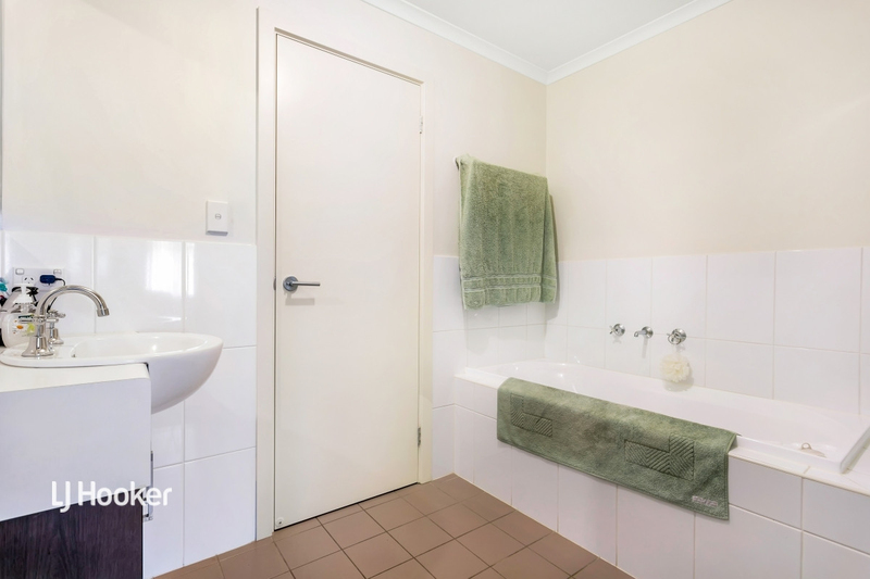 Photo - 3/55 Grasswren Way, Mawson Lakes SA 5095  - Image 6