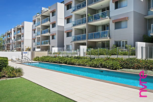 Poolside apartment 7km from North Lakes Westfield
