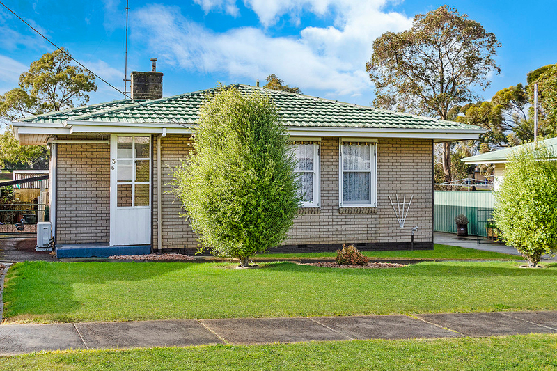36 Kenna Avenue, Hamilton VIC 3300