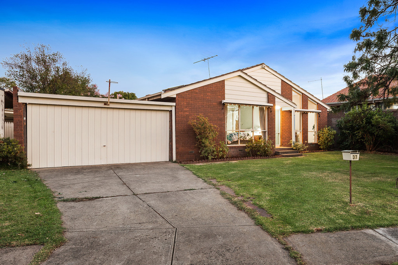 37 Lincoln Street, Burwood East VIC 3151