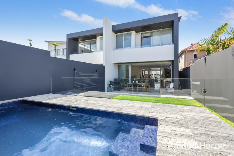 37A The Corso Maroubra NSW 2035