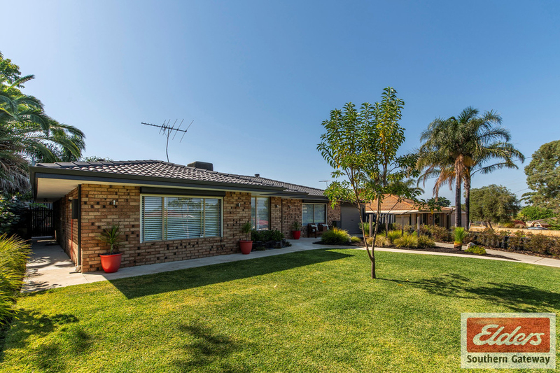 Photo - 38 Newstead Crescent, Parmelia WA 6167  - Image 2