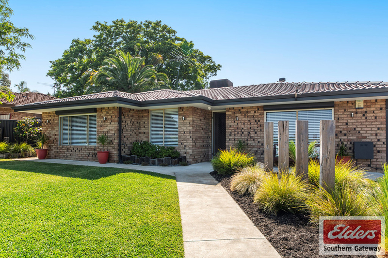 Photo - 38 Newstead Crescent, Parmelia WA 6167  - Image 3