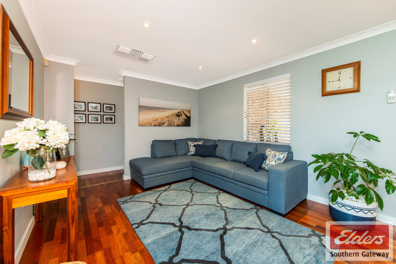 Photo - 38 Newstead Crescent, Parmelia WA 6167  - Image 4