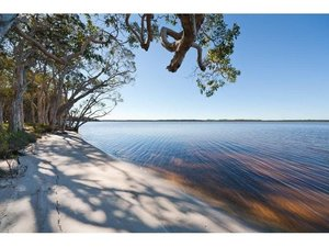 75m Lake Frontage at Your Doorstep