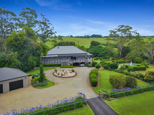 Step into the pages of Country Style with this original elegant Queenslander!