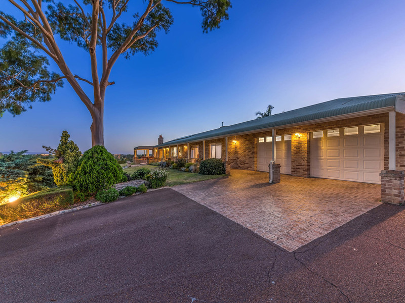 4 Rangeview Place, Canning Vale WA 6155