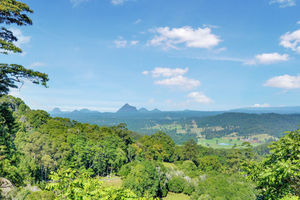 MAGNIFICENT MALENY ESTATE WITH AMAZING GLASSHOUSE MOUNTAIN VIEWS