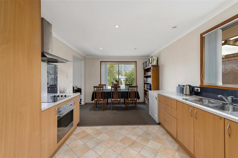Photo - 42 Hilton Road, Claremont TAS 7011  - Image 5