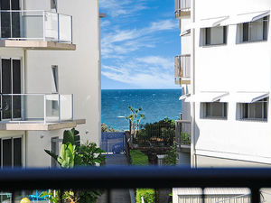 Spacious 3 Bedroom Apartment, 1 Street Back From Alex Beachfront