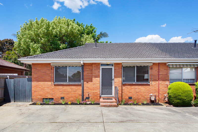 Photo - 4/6 Normanby Street, Hughesdale VIC 3166  - Image 3
