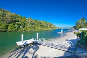 Relax On The Pristine Noosa Riverfront