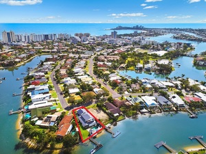 WATERFRONT FAMILY ENTERTAINER; SOUGHT AFTER ADDRESS AND WALK TO THE BEACH !