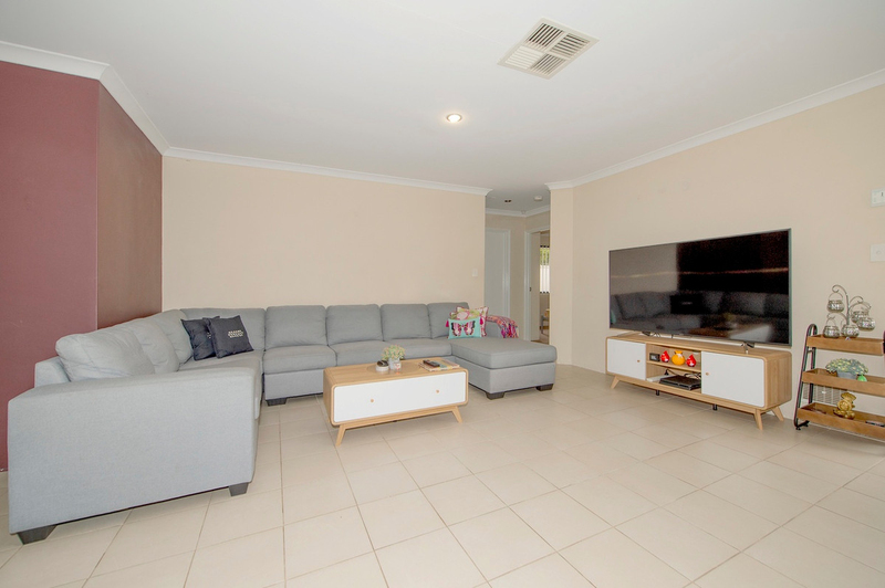 Photo - 4/90 Renou Street, East Cannington WA 6107  - Image 2