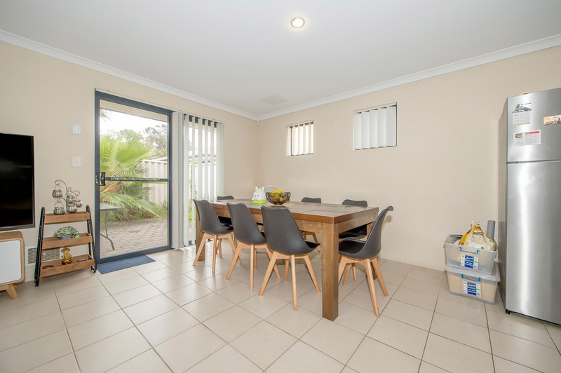 Photo - 4/90 Renou Street, East Cannington WA 6107  - Image 3