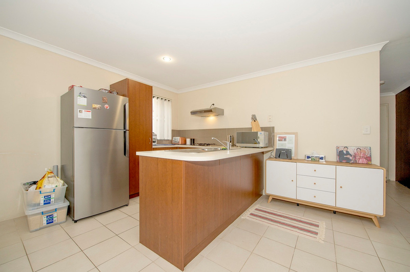 Photo - 4/90 Renou Street, East Cannington WA 6107  - Image 4