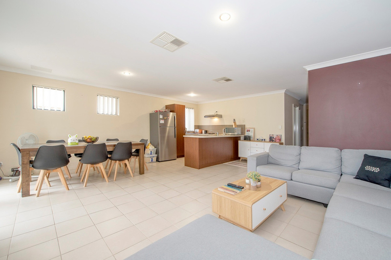 Photo - 4/90 Renou Street, East Cannington WA 6107  - Image 5