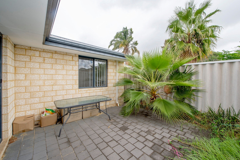 Photo - 4/90 Renou Street, East Cannington WA 6107  - Image 6