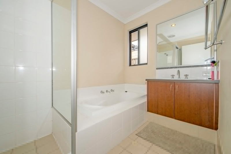 Photo - 4/90 Renou Street, East Cannington WA 6107  - Image 8