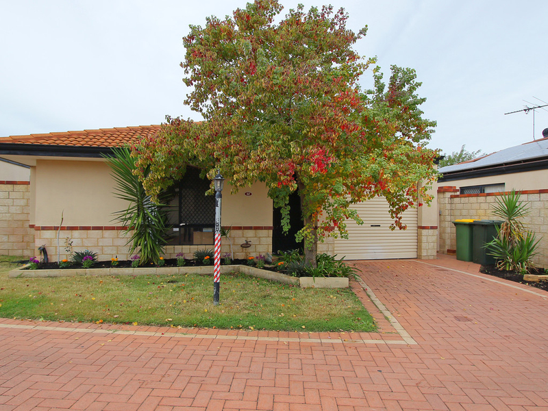 4F Ball Place, Queens Park WA 6107