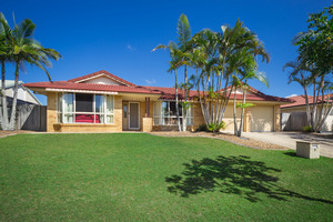 GREAT FAMILY HOME WITH ROOM TO MOVE!!