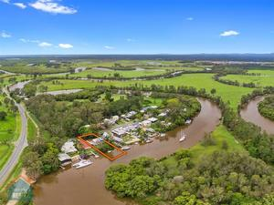 Private Jetty & Pontoon with Riverfront Deep Water Access - Submit Offers