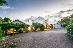 SELLING LARGE DOUBLE STOREY HOME WITH STUNNING VIEWS