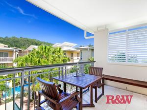 Stunning top floor apartment in Hastings Street!
