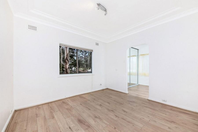 Photo - 542 Henry Lawson Drive, East Hills NSW 2213  - Image 4