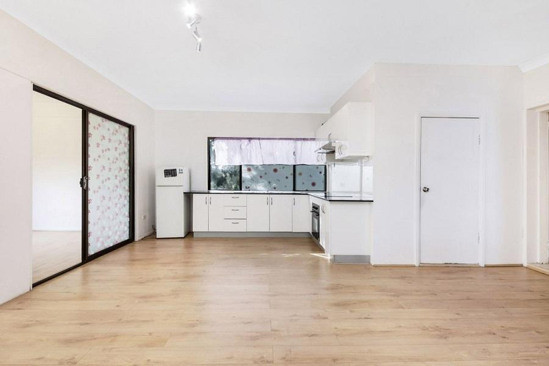 Photo - 542 Henry Lawson Drive, East Hills NSW 2213  - Image 7