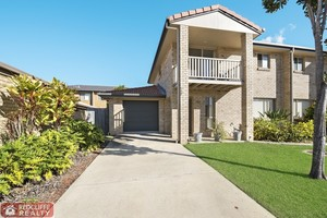 Spacious Townhouse Close to Water!!