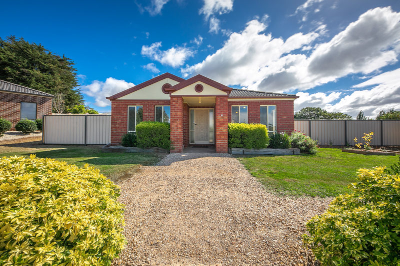 Photo - 6 Boyd Court, Romsey VIC 3434  - Image 1