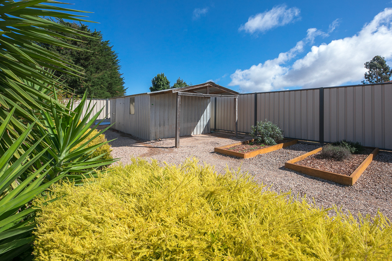 Photo - 6 Boyd Court, Romsey VIC 3434  - Image 11