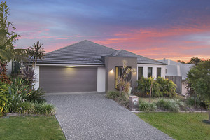 METRICON DESIGNED MASTERPIECE! 3 LIVING AREAS + SOLAR + LARGE YARD WITH ROOM FOR