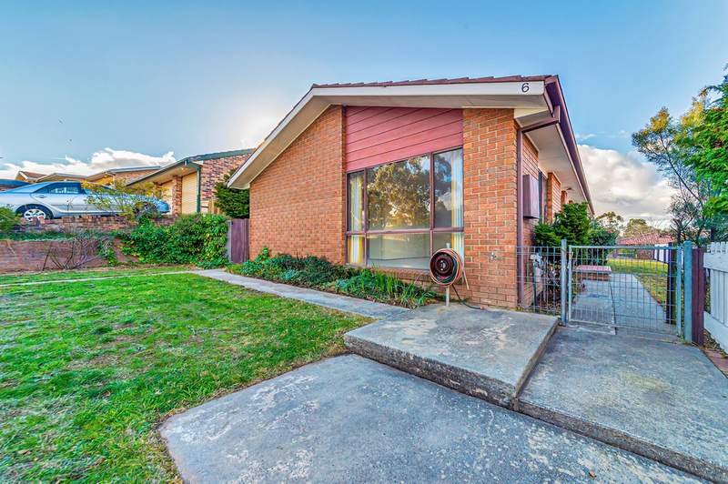 6 Crest Park Parade, Queanbeyan West NSW 2620