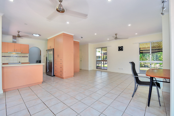 Photo - 6 Edith Court, Leanyer NT 0812  - Image 6