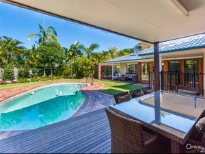 Huge Low-Set Family Home on 945m2 Block in Quiet Mooloolaba Cul-De-Sac
