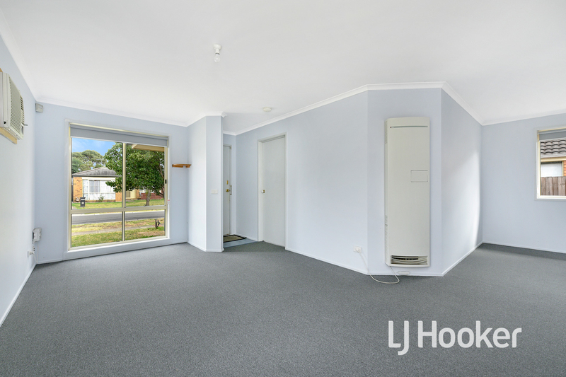 Photo - 6 Middleham Close, Cranbourne West VIC 3977  - Image 3