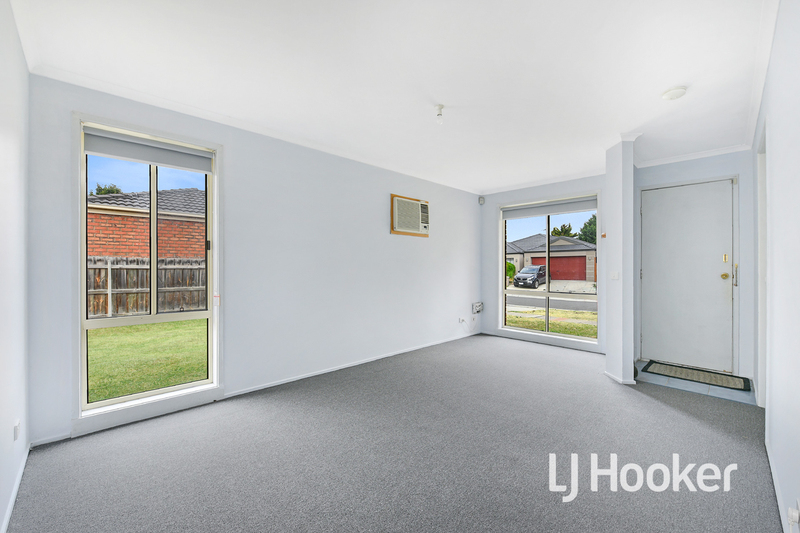 Photo - 6 Middleham Close, Cranbourne West VIC 3977  - Image 4