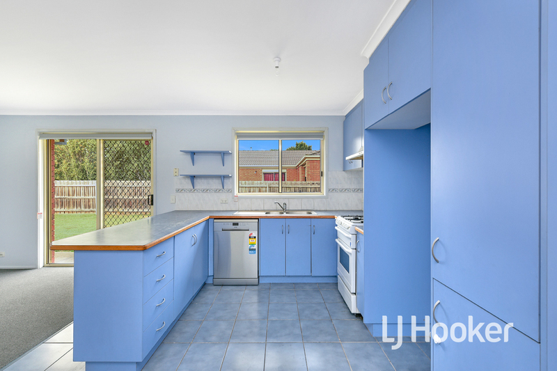 Photo - 6 Middleham Close, Cranbourne West VIC 3977  - Image 6