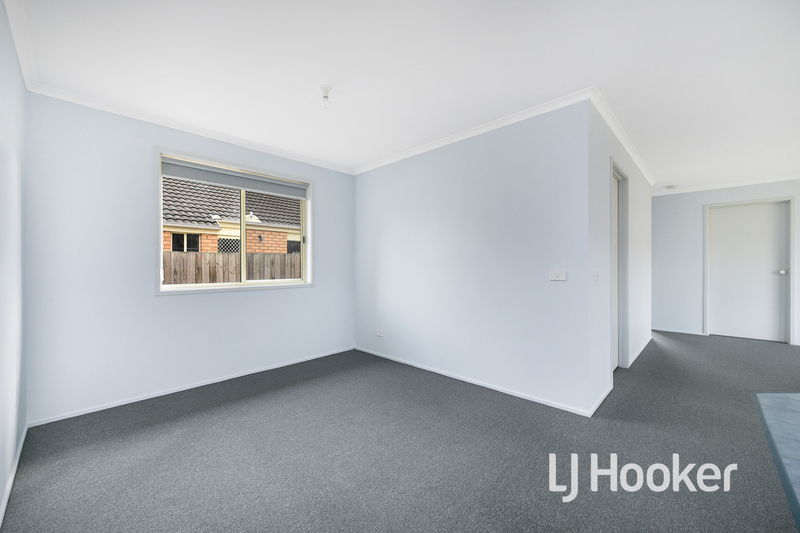 Photo - 6 Middleham Close, Cranbourne West VIC 3977  - Image 8
