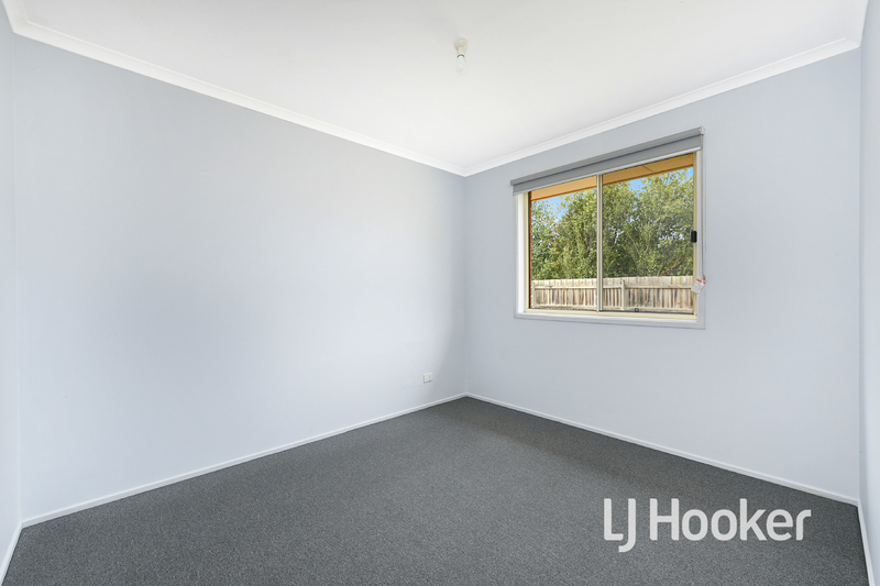 Photo - 6 Middleham Close, Cranbourne West VIC 3977  - Image 11