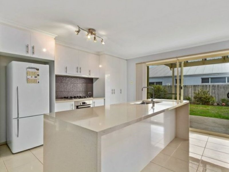 Photo - 6 Nicholson Place, Traralgon VIC 3844  - Image 3
