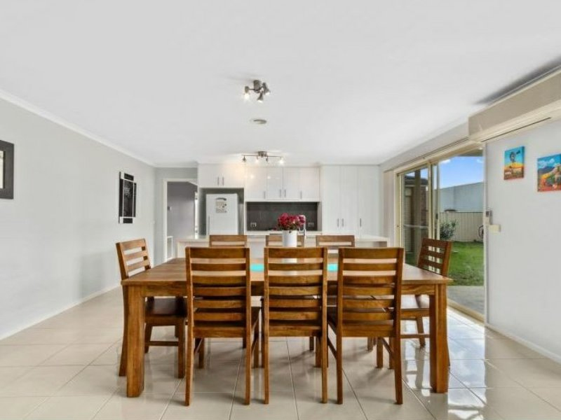 Photo - 6 Nicholson Place, Traralgon VIC 3844  - Image 5